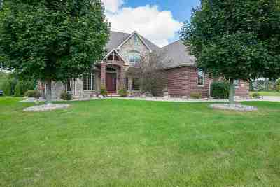 Neenah Single Family Home For Sale: 7948 White Petal