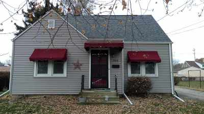 Menasha Single Family Home For Sale: 704 Jefferson