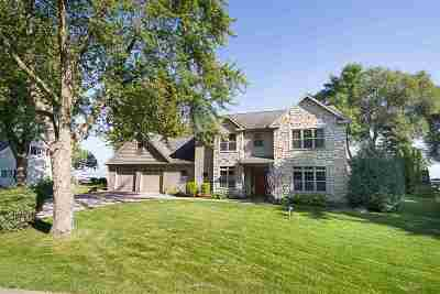 Neenah Single Family Home For Sale: 496 Plummers Harbor