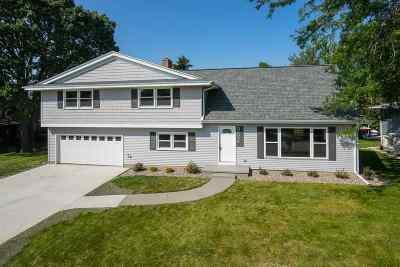 Oshkosh Single Family Home For Sale: 902 Leeward