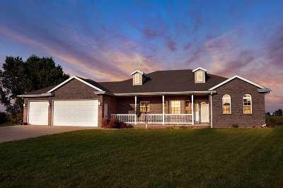Kaukauna Single Family Home For Sale: 2230 Walton