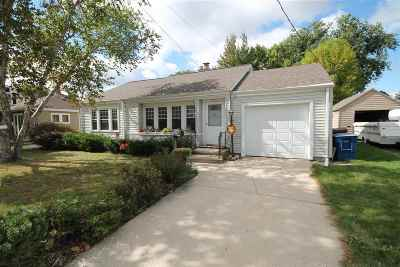 Menasha Single Family Home For Sale: 836 Depere