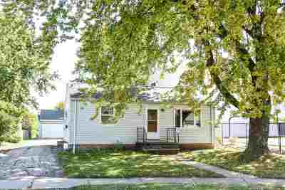 Menasha Single Family Home For Sale: 601 School
