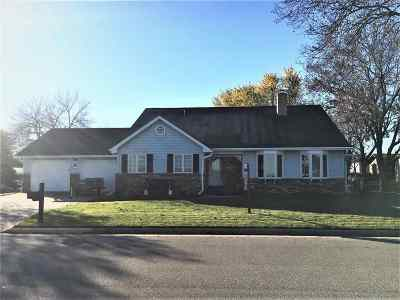 Neenah Single Family Home For Sale: 1132 Appleblossom