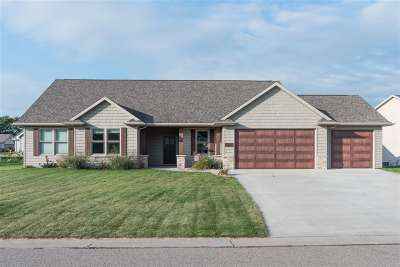 Neenah Single Family Home For Sale: 2126 Windflower