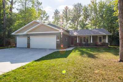 Neenah Single Family Home For Sale: 2421 Brantwood