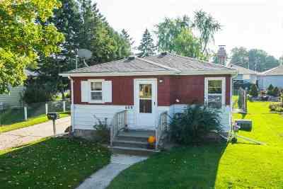 Kaukauna Single Family Home For Sale: 409 E Ducharme