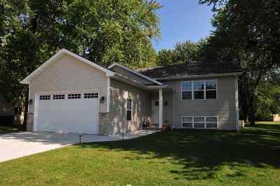 Kaukauna Single Family Home For Sale: 235 Ryan