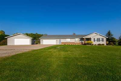 Oshkosh Single Family Home For Sale: 5241 Hwy A
