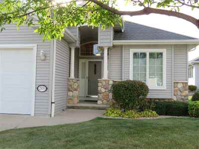 Neenah Condo/Townhouse For Sale: 2505 Waterford #32