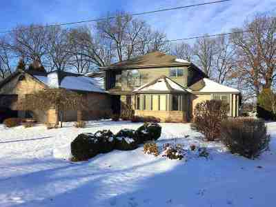 Menasha Single Family Home For Sale: 1832 Lakeshore