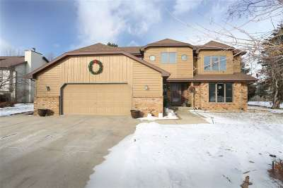 Neenah Single Family Home For Sale: 820 Heather
