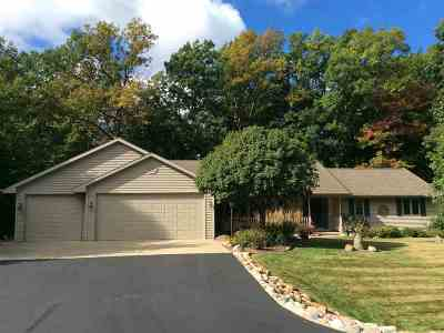 Luxemburg Single Family Home For Sale: 6178 Baywood