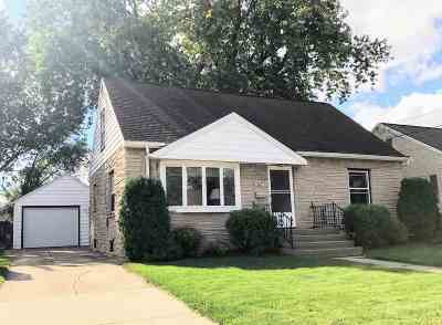 Little Chute Single Family Home For Sale: 407 Johnson