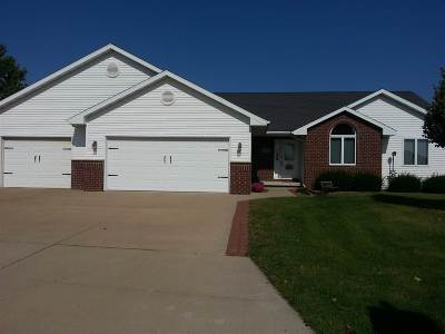Combined Locks Single Family Home For Sale: 121 Kayla
