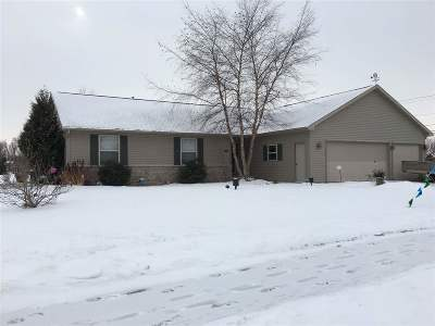 Kaukauna Single Family Home Active-Offer No Bump: 2101 Olde Country