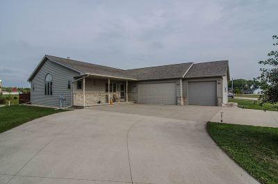 Kaukauna Single Family Home For Sale: 2701 Meadowview