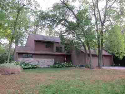 Neenah Single Family Home For Sale: 571 Harbor Light