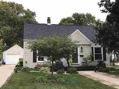 Menasha Single Family Home For Sale: 713 Appleton