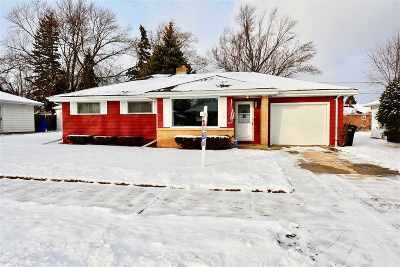 Single Family Home For Sale: 920 W Roberts