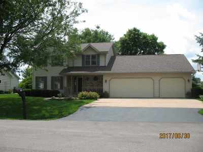 Neenah Single Family Home For Sale: 969 Highland Park