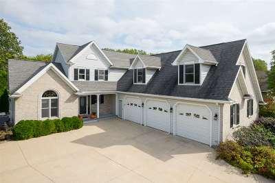 Oshkosh Single Family Home For Sale: 270 Sunnybrook