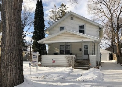 Single Family Home For Sale: 221 N Outagamie