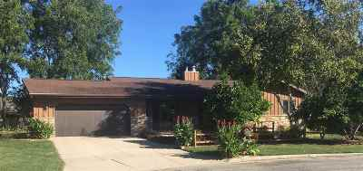 Neenah Single Family Home For Sale: 1050 Hughes