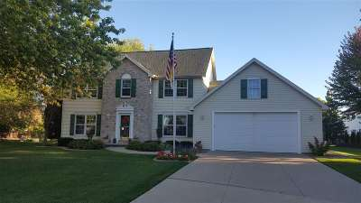 Neenah Single Family Home For Sale: 2171 Bramblewood