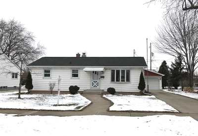 Neenah Single Family Home For Sale: 213 Langley