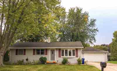 Kaukauna Single Family Home For Sale: 2317 Joan