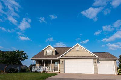 Neenah Single Family Home For Sale: 1543 Kingswood