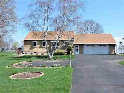Oshkosh Single Family Home For Sale: 6316 Black Wolf Point