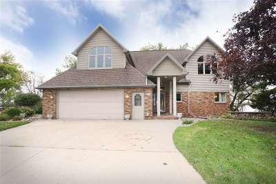 Neenah Single Family Home For Sale: 835 Neff