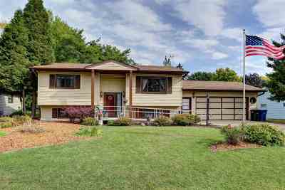 Menasha Single Family Home For Sale: 1259 Bartlein
