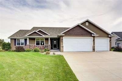 Neenah Single Family Home For Sale: 1604 Bluebird
