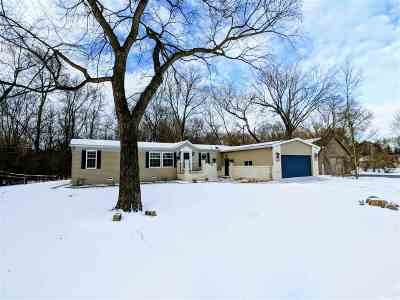 Neenah Single Family Home For Sale: 511 Plummers Harbor