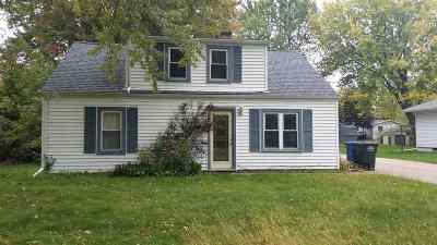 Menasha Single Family Home For Sale: 1732 Plank