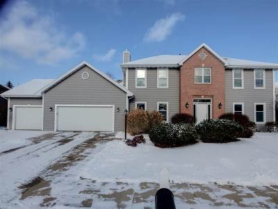 Neenah Single Family Home For Sale: 684 Yorkshire