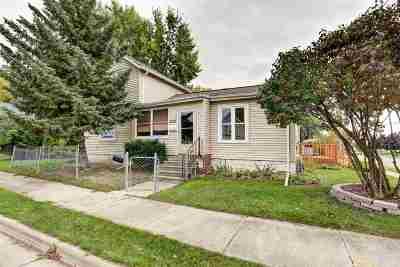 Neenah Single Family Home For Sale: 520 Caroline