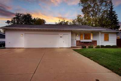 Menasha Single Family Home For Sale: 1468 Circle