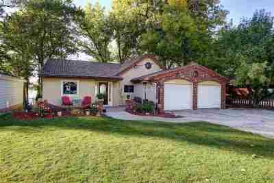 Menasha Single Family Home For Sale: 1130 Lakeshore