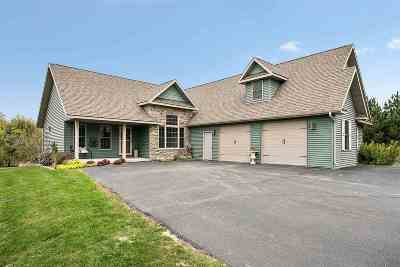 Little Suamico Single Family Home For Sale: 1021 Tanglewood