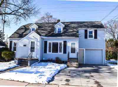 Menasha Single Family Home For Sale: 720 Milwaukee
