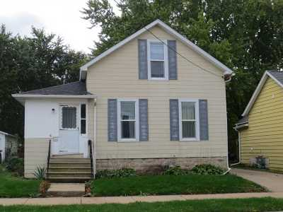 Oshkosh Single Family Home For Sale: 655 W 10th