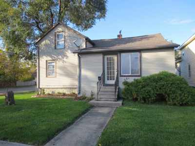 Oshkosh Single Family Home For Sale: 256 W 12th