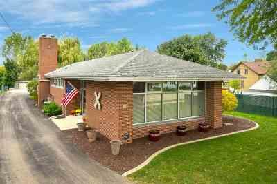 Oshkosh Single Family Home For Sale: 516 W 18th
