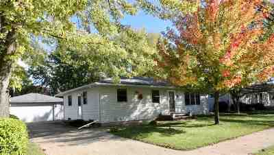 Neenah Single Family Home For Sale: 1054 Meadow
