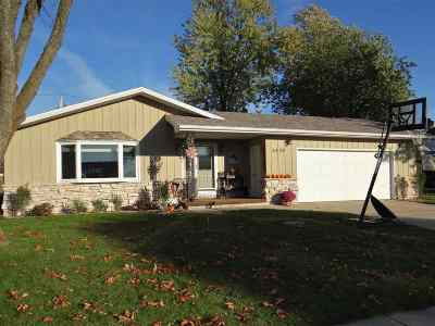 Kaukauna Single Family Home For Sale: 2424 Main