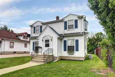 Menasha Single Family Home For Sale: 205 Lake